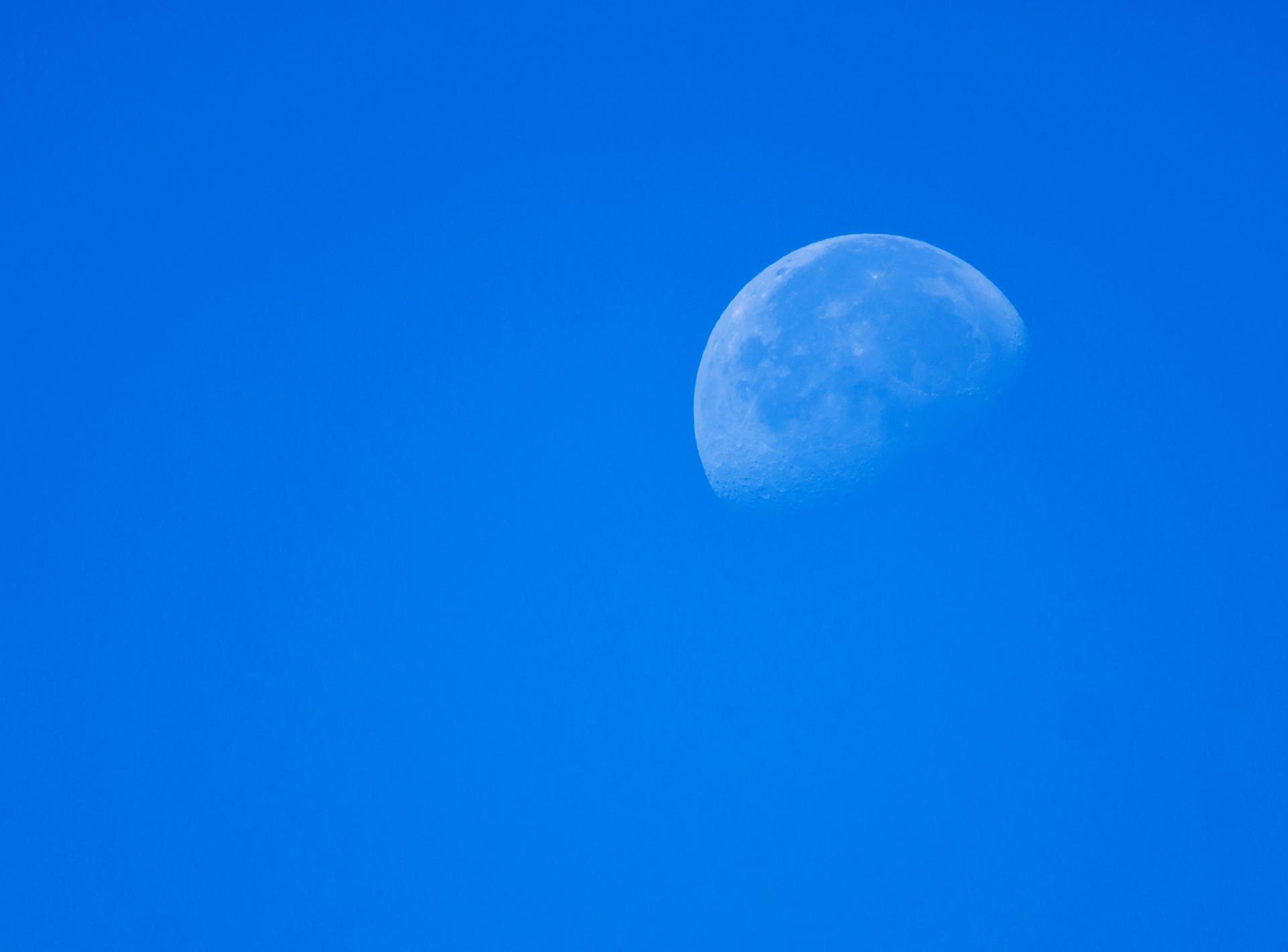 faint-moon